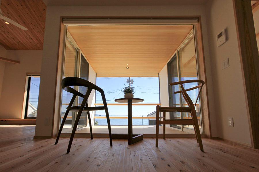 海を臨みながら趣味を愉しむ家