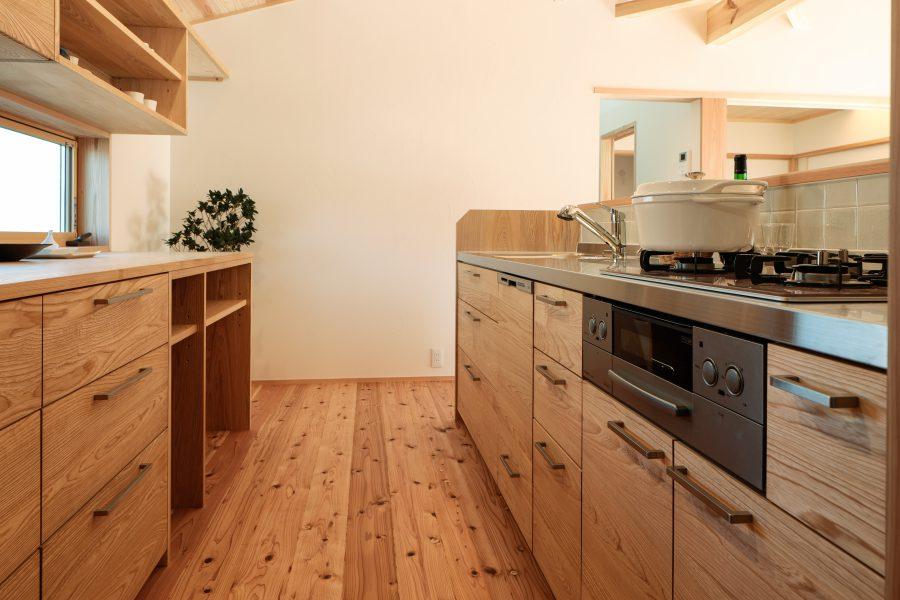 和気の家 ――焼杉板の平屋――