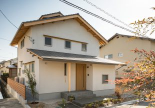 シンプルが心地よい白い家