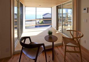 海が見えるカフェのような席